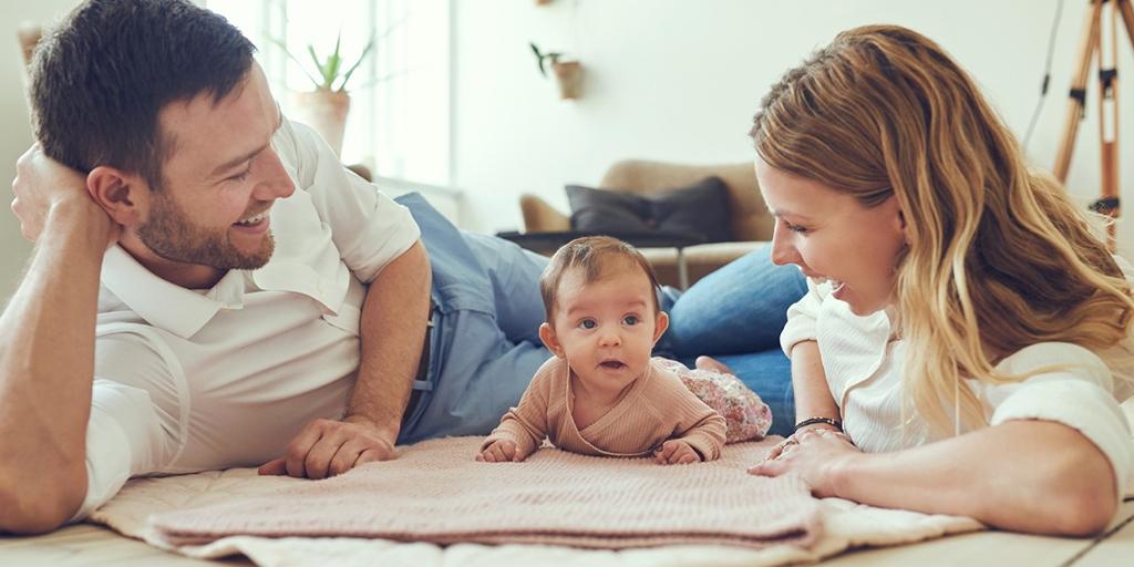 Семья с маленькой девочкой