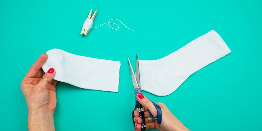 Этапы изготовления снеговика из носка