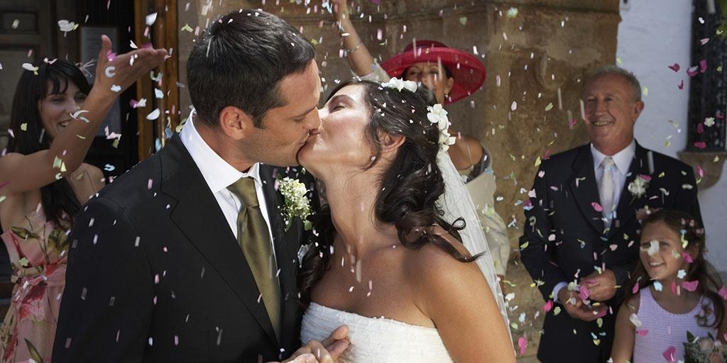 Поцелуй жениха и невесты