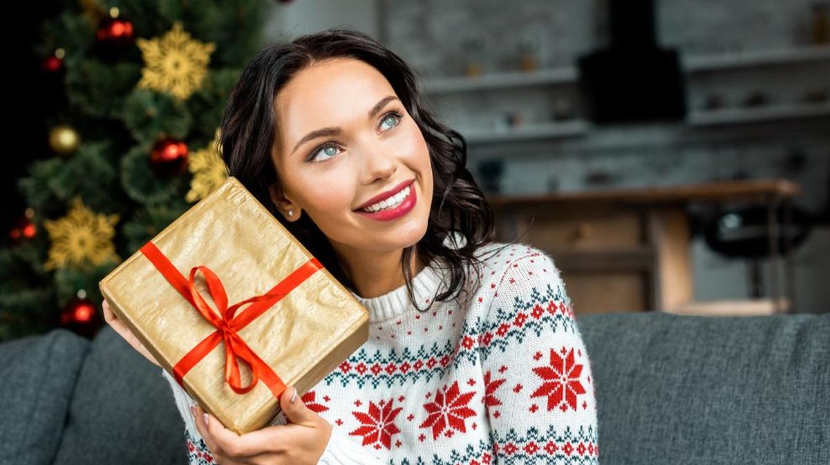 Подарки семье на Новый 2023 год - идеи подарков для жены