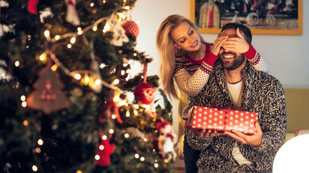 Подарки семье на Новый 2023 год - идеи подарков для мужа