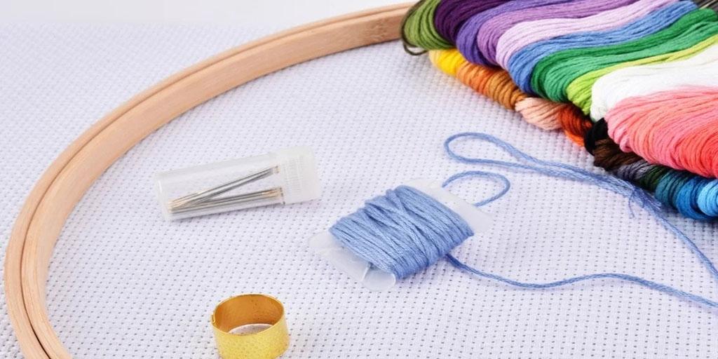 Нитки и иголки для вышивки