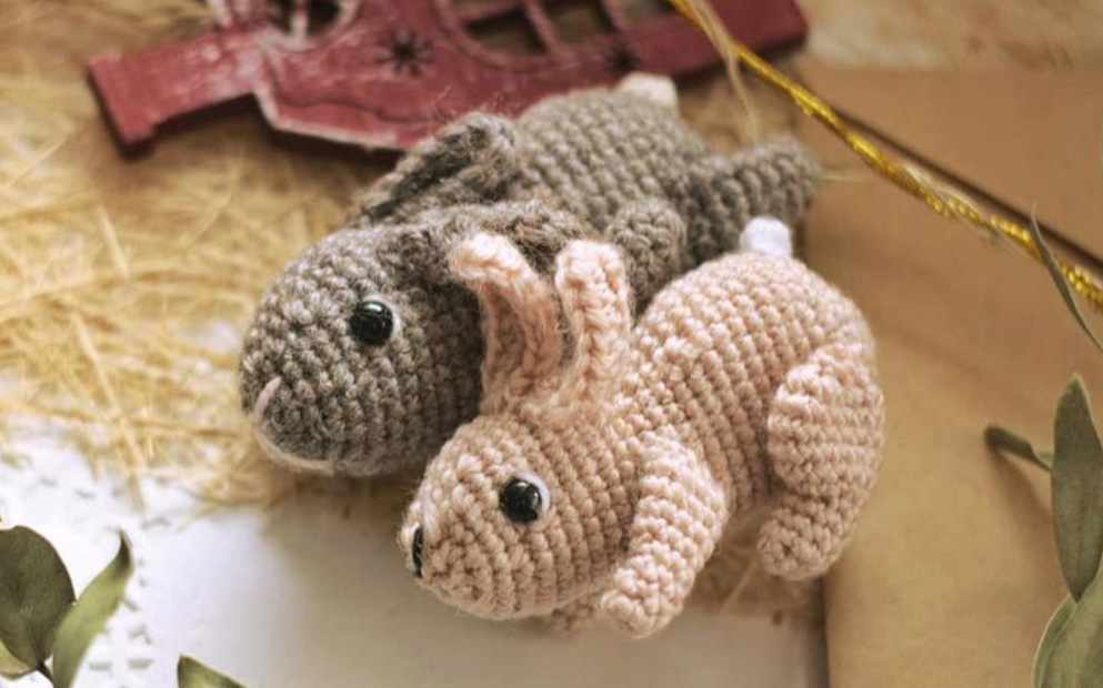 Кролик-брелок крючком на 2023 год