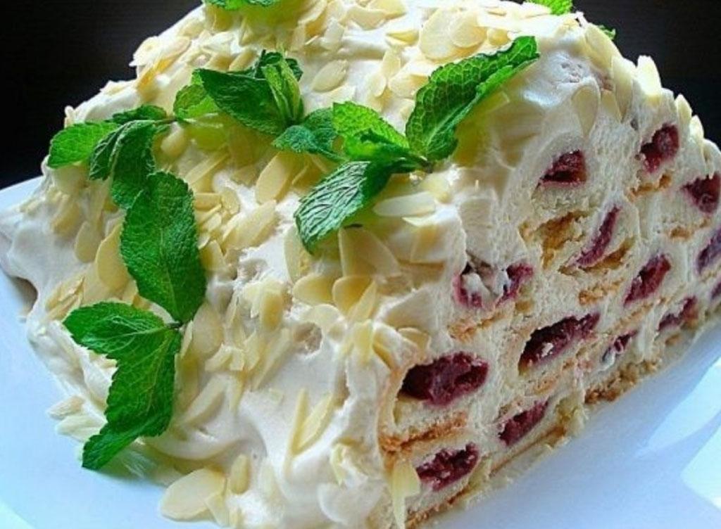 Вишневый новогодний торт