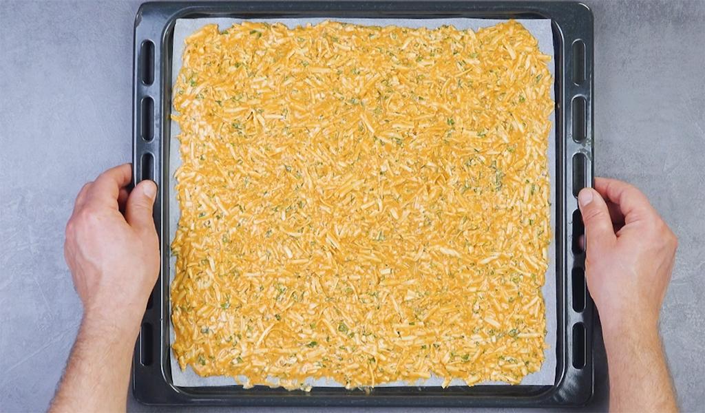 Противень с картошкой и мясом под сыром