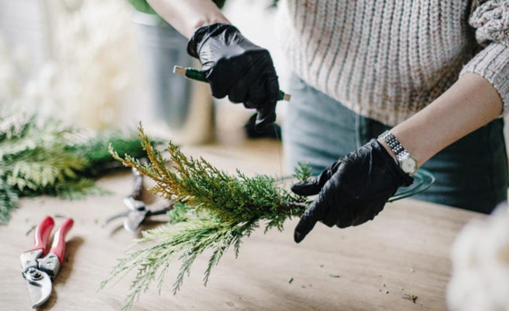 Этап изготовления новогоднего ве