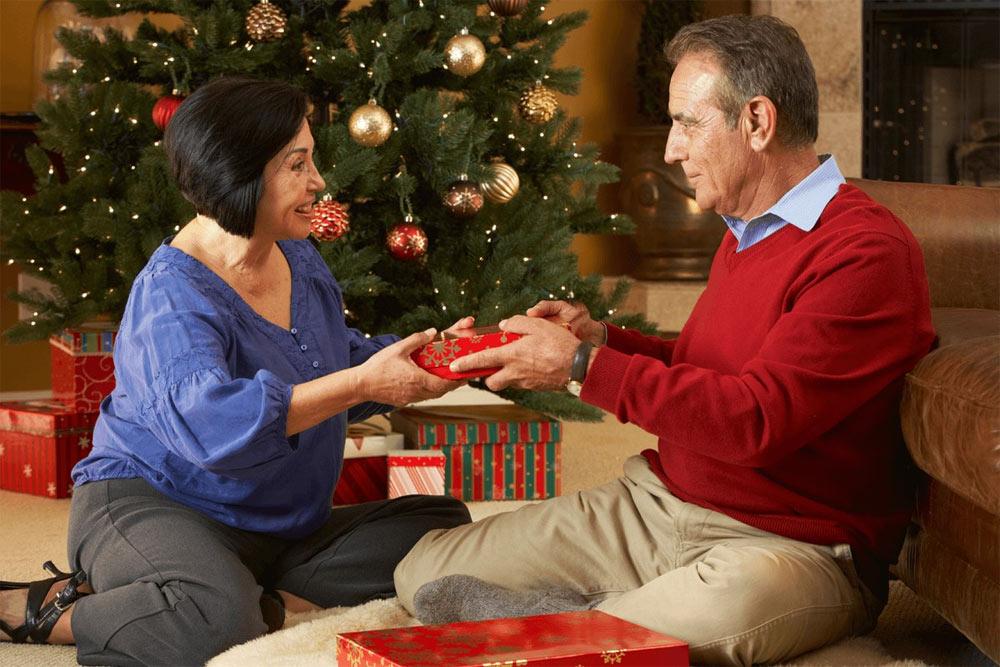 Семейные подарки родителям на Новый 2023 год